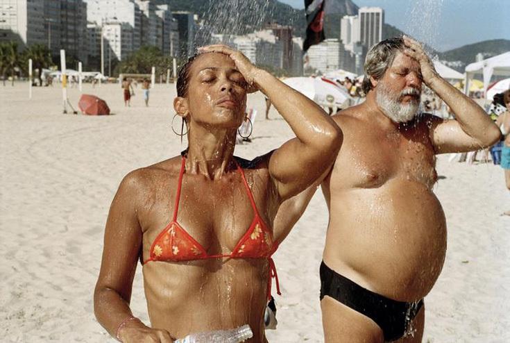 http://artelectronics.ru/uploads/storages/blog/780/base/martin-parr-a-man-and-woman-take-a-shower-copacabana-beach-rio-de-janeiro-brazil.jpg