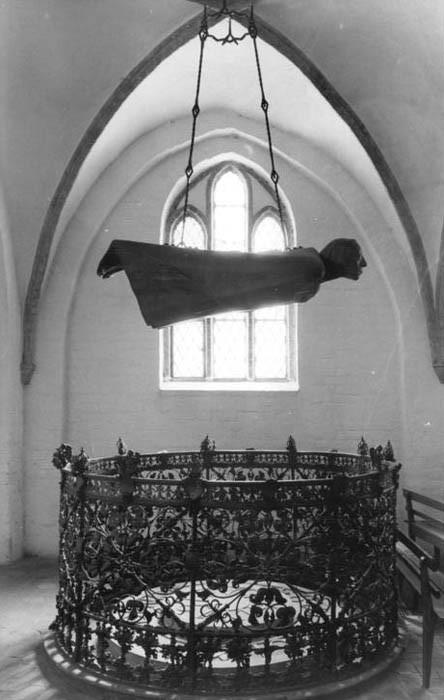 Эрнст Барлах, Парящий ангел в Гюстровском соборе