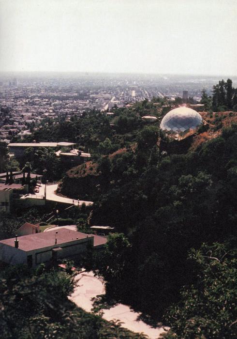 Геодезический купол на Голливудских холмах - повторение купола, построенного в Монреале в 1950 году.