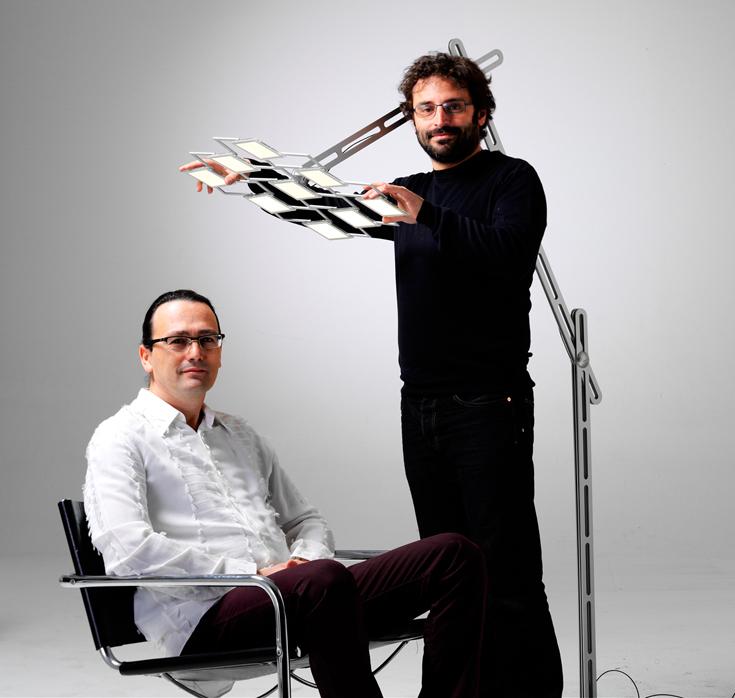 Мауро дель Санто и Эли Розенберг с OLED светильником