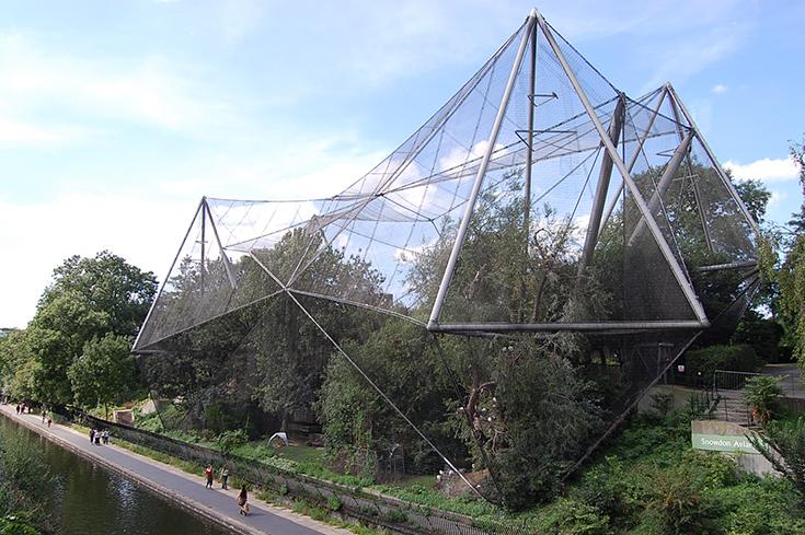 Птичник в Лондонском Зоопарке, построенный по проекту Седрика Прайса