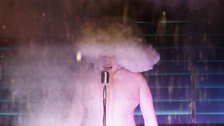 """Кадр из видео Хо Тзу Нуена """"Облако неведомого"""", 2011"""