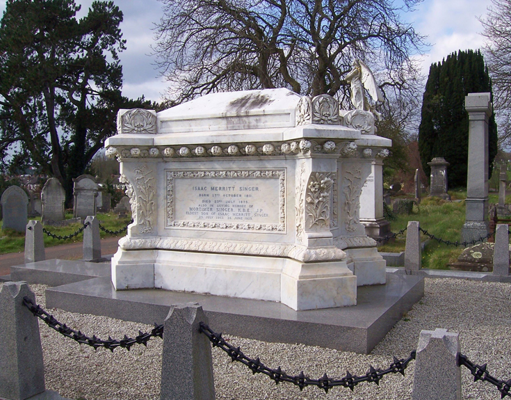 Могила Зингера на кладбище в Торки, Англия