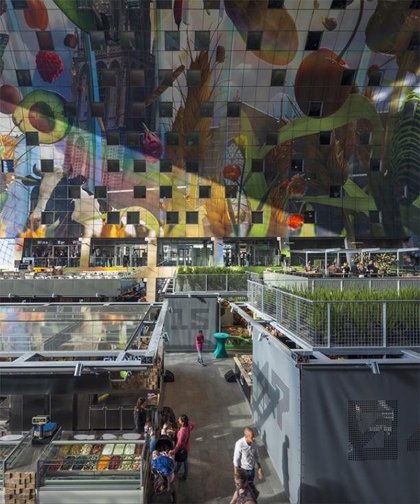Интерьер здания рынка в Роттердаме