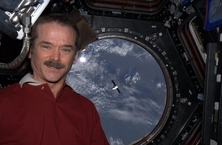 Книга Криса Хэдфилда «Руководство астронавта по жизни на Земле» издана в России