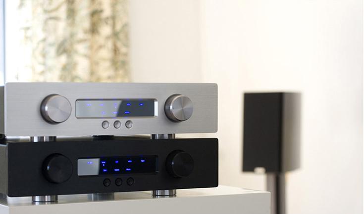 Предварительный усилитель GamuT Audio D3i, серебристый и черный