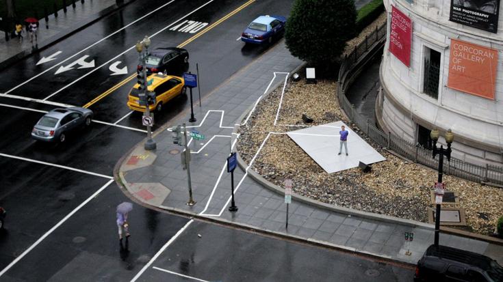 """Инсталляция Джеймса Бридла в Вашингтоне, представляющая собой """"тень"""" от дрона"""