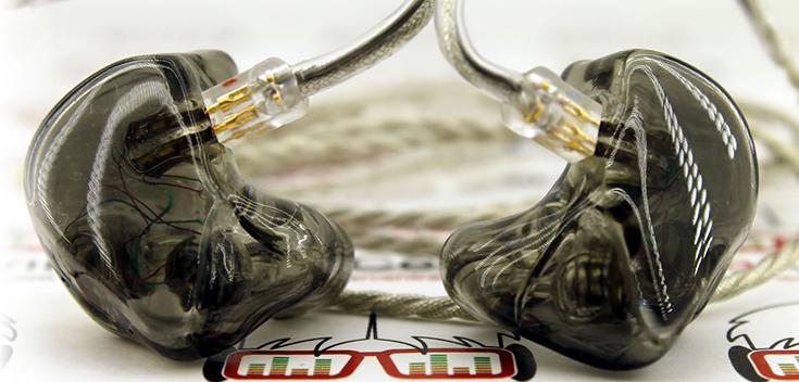 Вкладные наушники ручной работы из мастерской In Ear Central во Флориде
