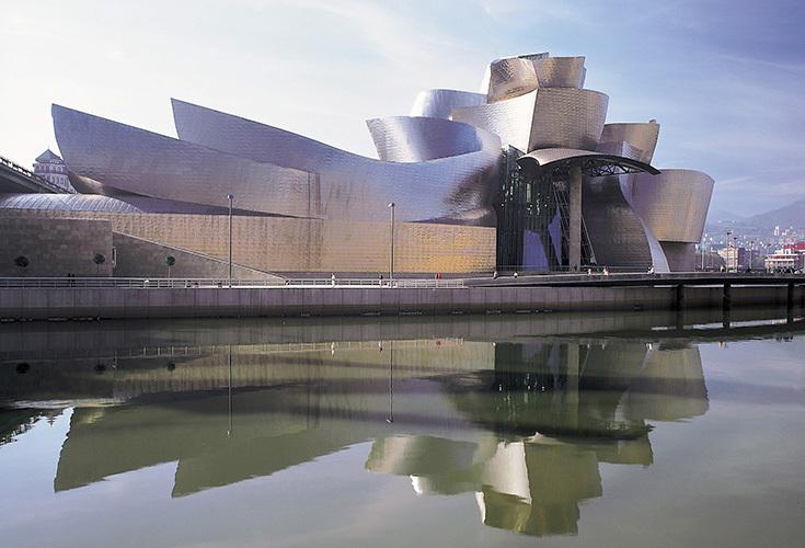 Здание Музея Гуггенхайма в Бильбао. Архитектор Фрэнк Гери, 1999