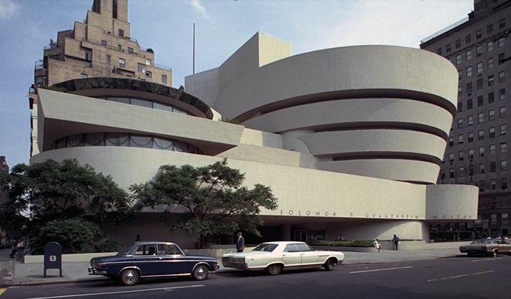 Здание Музея Соломона Гуггенхайма в Нью-Йорке. Архитектор Фрэнк Ллойд Райт, 1953