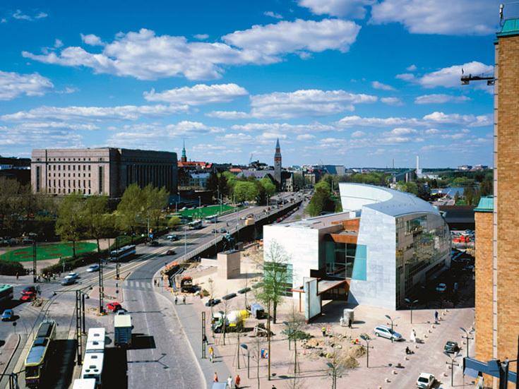 Панорама Хельсинки со зданием музея Kiasma справа