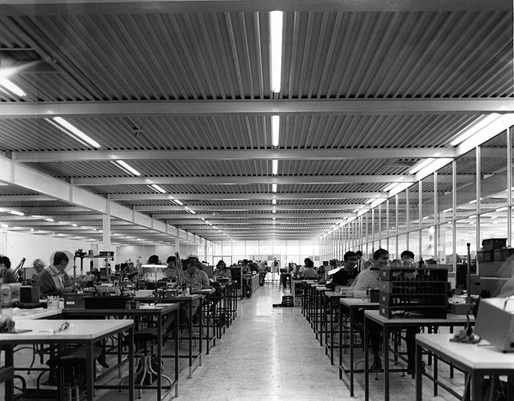 Фабрика Reliance Controls внутри