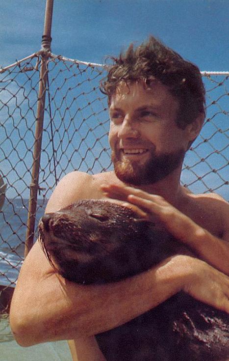 Ив Омер с морским львом Пепито