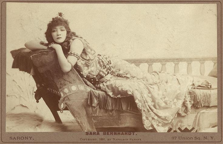 Сара Бернар в образе Клеопатры