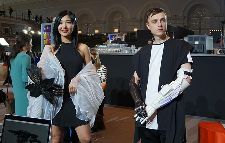 На Mercedes-Benz Fashion Week представили дизайнерские протезы рук